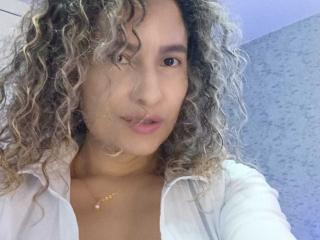EroticSasha模特的性感個人頭像,邀請您觀看熱辣勁爆的實時攝像表演!