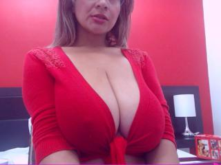 Photo de profil sexy du modèle JuicyBigTits, pour un live show webcam très hot !