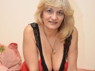 Model YourLadyHott'in seksi profil resmi, ?ok ate?li bir canl? webcam yay?n? sizi bekliyor!