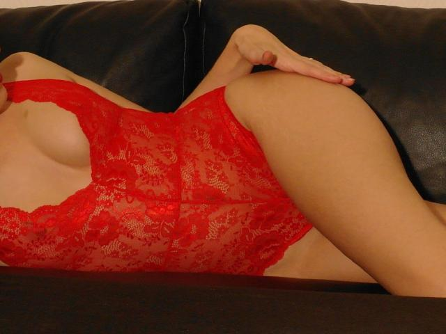 Photo de profil sexy du modèle LaFrancaise, pour un live show webcam très hot !