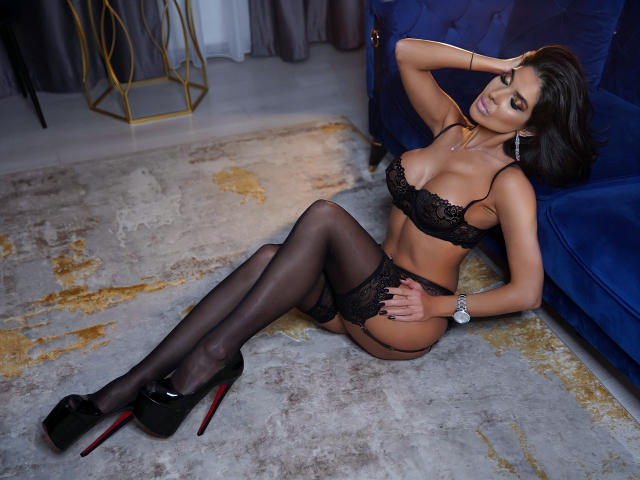 Photo de profil sexy du modèle LovelyKinsley, pour un live show webcam très hot !