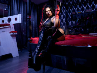 MischievousLucy69 hot webcam model