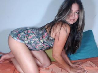 ChaudSexy - 在XloveCam?欣赏性爱视频和热辣性感表演