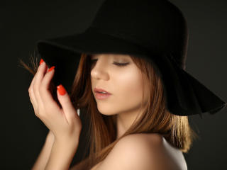 OneDesiredMia - 在XloveCam?欣赏性爱视频和热辣性感表演