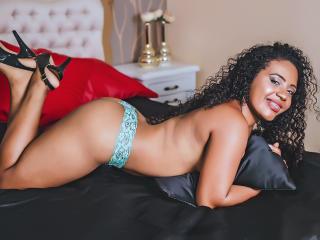 EvaMarin - Webcam live sexe avec une Ravissante jeune bombe avec une belle poitrine sur Xlovecam.com