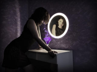 Photo de profil sexy du modèle AmethystCharm, pour un live show webcam très hot !