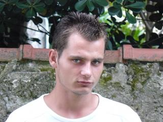 Picture of the sexy profile of Andy64, for a very hot webcam live show !