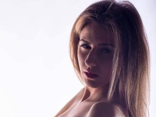 Photo de profil sexy du modèle AneiseHotty, pour un live show webcam très hot !