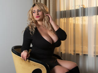Foto de perfil sexy de la modelo AnnieAddams, ¡disfruta de un show webcam muy caliente!