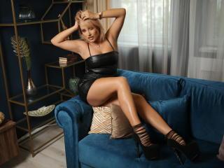 Hình ảnh đại diện sexy của người mẫu BeccaVixeen để phục vụ một show webcam trực tuyến vô cùng nóng bỏng!