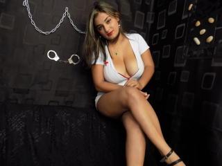 Фото секси-профайла модели BigTitsHotX, веб-камера которой снимает очень горячие шоу в режиме реального времени!