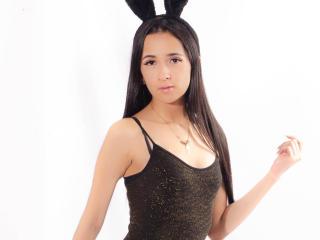 Фото секси-профайла модели CherieLiLy, веб-камера которой снимает очень горячие шоу в режиме реального времени!