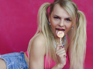 Фото секси-профайла модели EvaGreyBlond, веб-камера которой снимает очень горячие шоу в режиме реального времени!