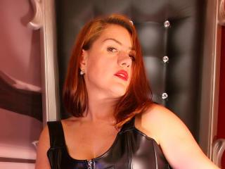 Hình ảnh đại diện sexy của người mẫu KinkyLartinLove để phục vụ một show webcam trực tuyến vô cùng nóng bỏng!