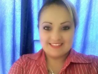 Poza sexy de profil a modelului LatinaBigBoobs, pentru un intens show webcam live !