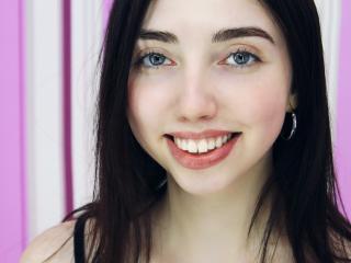 Фото секси-профайла модели LianneShine, веб-камера которой снимает очень горячие шоу в режиме реального времени!