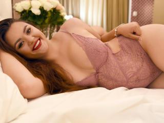 Foto de perfil sexy de la modelo LucyaVanda, ¡disfruta de un show webcam muy caliente!