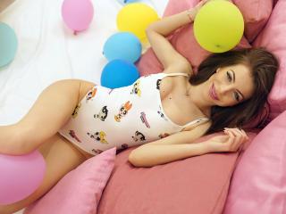 Фото секси-профайла модели LynetteDeneuve, веб-камера которой снимает очень горячие шоу в режиме реального времени!
