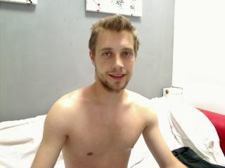 Model MaxField'in seksi profil resmi, çok ateşli bir canlı webcam yayını sizi bekliyor!