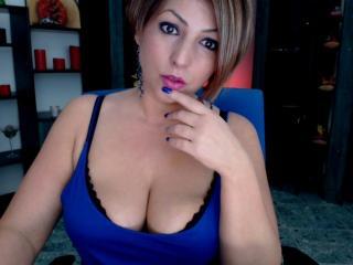 Model QueenforLove'in seksi profil resmi, çok ateşli bir canlı webcam yayını sizi bekliyor!