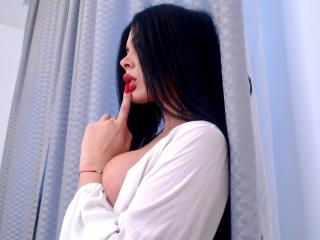 Photo de profil sexy du modèle RoselinaHot, pour un live show webcam très hot !