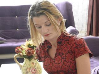 Model TaylorX'in seksi profil resmi, çok ateşli bir canlı webcam yayını sizi bekliyor!