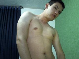 Picture of the sexy profile of Tommy69, for a very hot webcam live show !