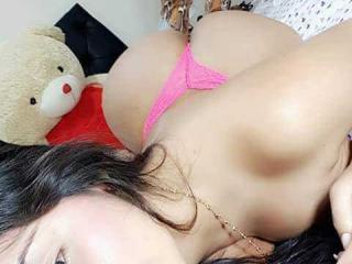 Фото секси-профайла модели TyraHotty, веб-камера которой снимает очень горячие шоу в режиме реального времени!