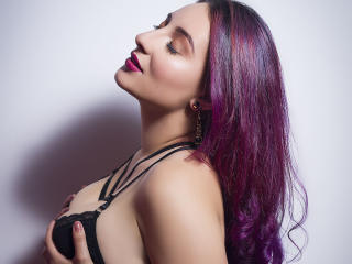 Photo de profil sexy du modèle VioletLee, pour un live show webcam très hot !