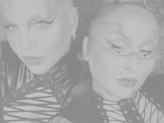 Hình ảnh đại diện sexy của người mẫu xTwoFuckingDollsx để phục vụ một show webcam trực tuyến vô cùng nóng bỏng!
