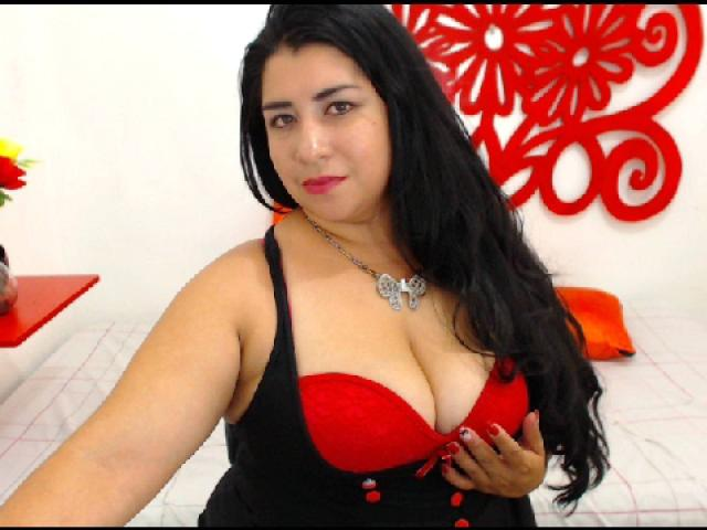 Picture of the sexy profile of CandyMilf, for a very hot webcam live show !