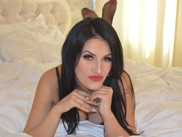 Picture of the sexy profile of CoquineGiulia69, for a very hot webcam live show !