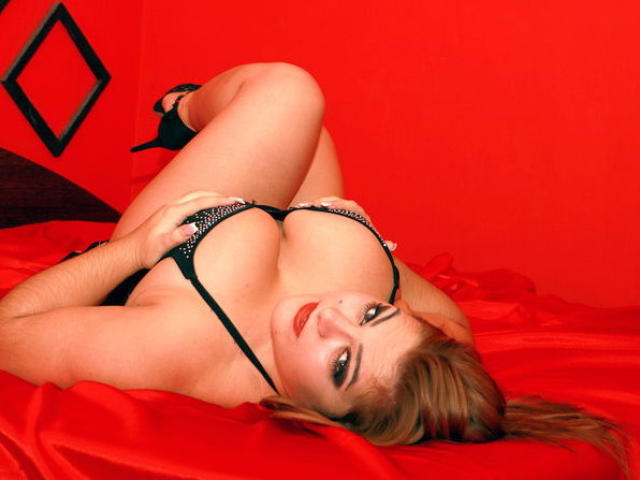Picture of the sexy profile of CurvySonya, for a very hot webcam live show !