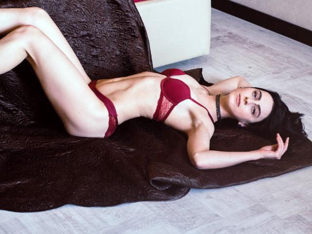 Photo de profil sexy du modèle LilyCherryWave, pour un live show webcam très hot !