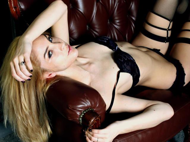 Foto de perfil sexy de la modelo MickieX, ¡disfruta de un show webcam muy caliente!