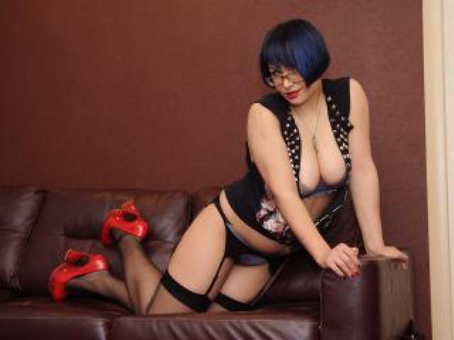 Picture of the sexy profile of OliviaCute, for a very hot webcam live show !