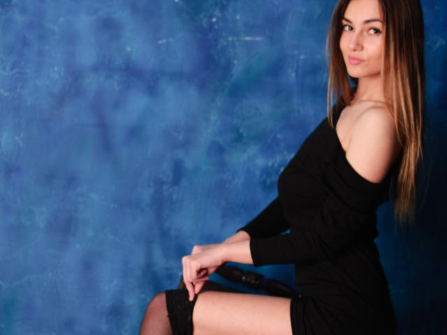 Photo de profil sexy du modèle SaveMyHeartt, pour un live show webcam très hot !