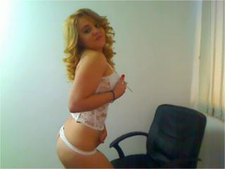 CoquineLilou - Sexy live show with sex cam on XloveCam