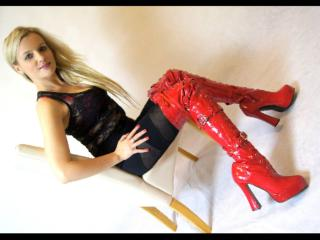 Naomii - Sexy live show with sex cam on XloveCam