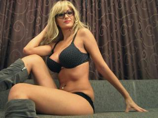 BlondeParfait - Sexy live show with sex cam on XloveCam®