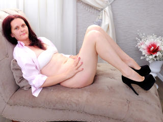 BrendaBelleForYou - Chat live sexy with a average constitution MILF