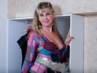 LadyMariahX - Show sex with this standard build MILF