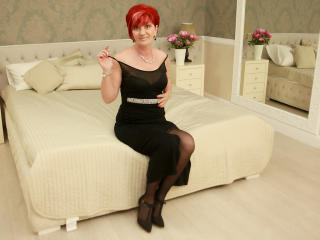 ExperiencedAlana - Cam exciting with a Mature with average boobs