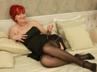 ExperiencedAlana - Cam exciting with this golden hair Mature