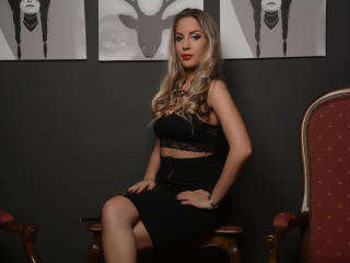 LannieHotX - Webcam live exciting with a light-haired Girl