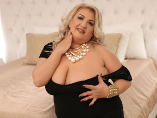TresSexyFlorence - Live chat hard with this big body Lady over 35