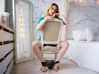 AmandaPety - Sexy live show with sex cam on XloveCam®