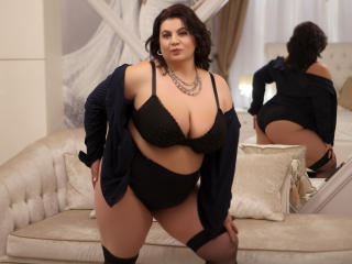 OneHotPenellope - Live nude with a black hair Mature