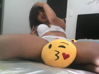 NahommySexyGirl - Sexy live show with sex cam on XloveCam®