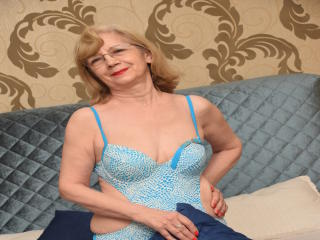 DivineCarla - Sexy live show with sex cam on XloveCam®